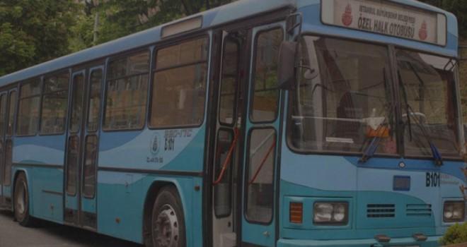 Otobüs ani fren yaptı, yolcu düşerek bileğini...