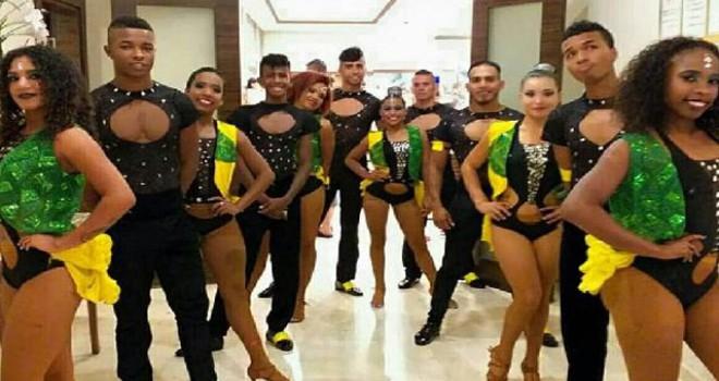 Havalimanında kalan Kolombiyalı dansçılar otele...