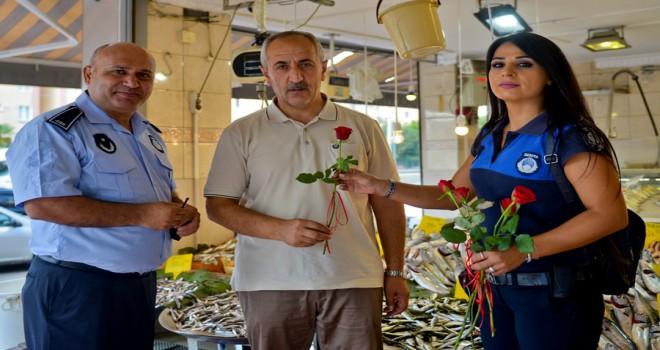 Maltepe zabıtasından çiçekli kutlama