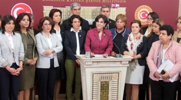 CHP'li kadın vekiller 'Anayasa'ya hayır kampanyası' başlattı