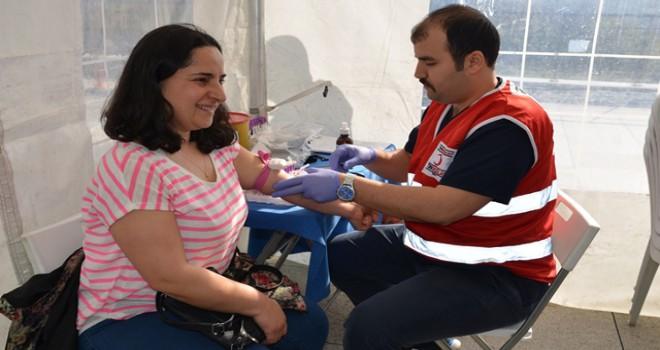 Ataşehir'de kan ve kök hücre bağışı kampanyası...