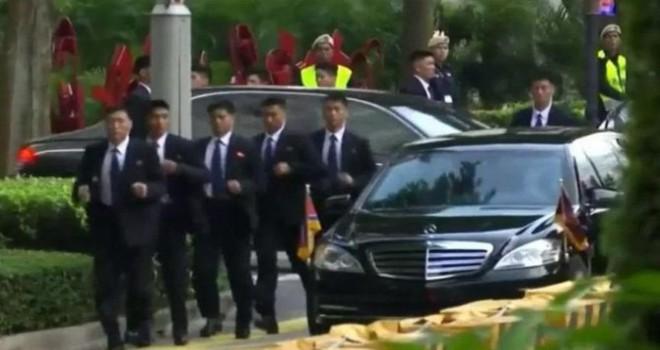 Singapur'da da ortaya çıktılar… Kim'in korumalarının...