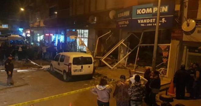 Börekçide tüp patladı: 2 iş yeri ve 4 araç zarar...