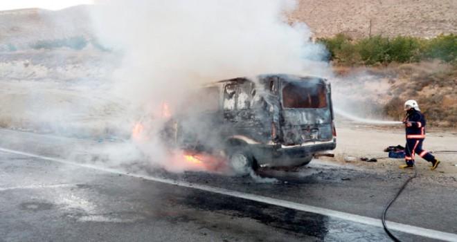 Darende'de minibüste yangın