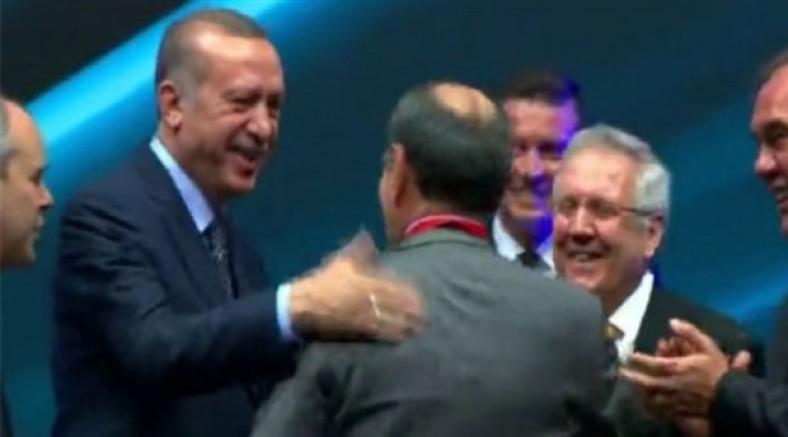 Erdoğan'ın futbol kulübü başkanlarıyla pozu gündem oldu