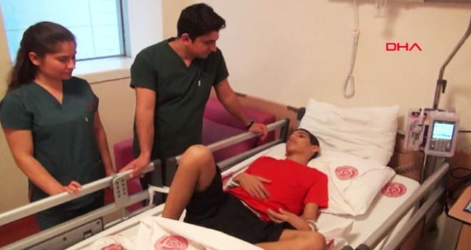 Otizmli Mehmet'in midesinden plastik çay kaşığı,...