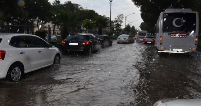 Nazilli'de 'yağmur' nedeniyle yollar göle döndü