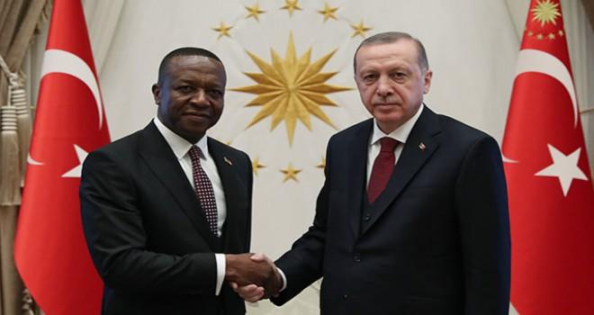 Erdoğan'a, Kamerun Büyükelçisi Victor Tchatchouwo...