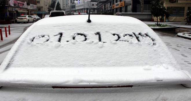 Gaziantep ve Bingöl'de kar hayatı olumsuz etkiledi