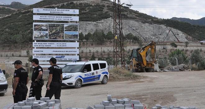 Yapay şelale inşaatında vincin sepeti yere çakıldı:...