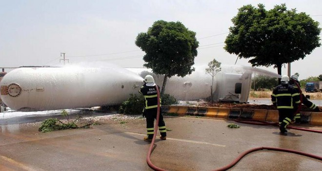 Kilis'te LPG yüklü tanker devrildi