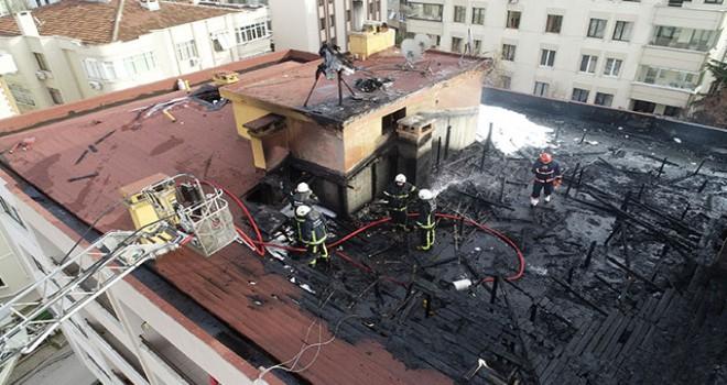 Çatı yangınında mahsur kalan işçileri itfaiye...