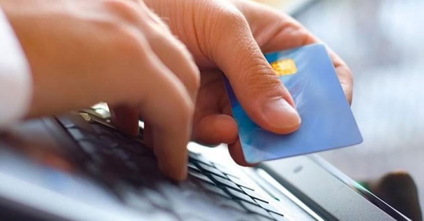 Kredi kartları için flaş karar: İnternetten alışveriş...