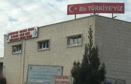 """CEZAEVİNİN TEPESİNE """"BİZ TÜRKİYE'YİZ"""" SLOGANI YAZDILAR!"""