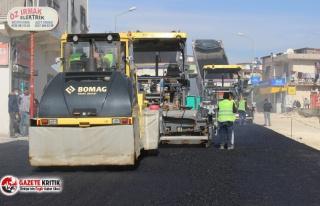 Büyükşehir Çiftçiler Caddesi'nde çalışmalarını...