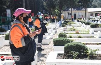 Adana Büyükşehir mezarlıkların temiz ve bakımlı kalması için çalışıyor